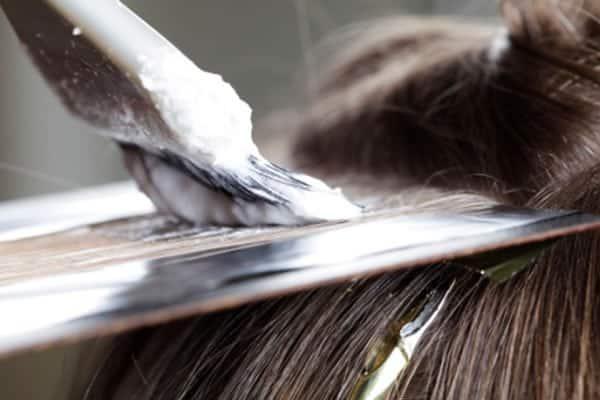 Queda de cabelo por química e procedimentos capilares