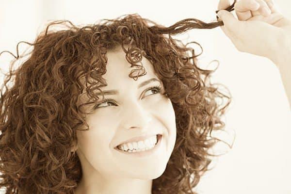 Os benefícios de deixar os cabelos naturais