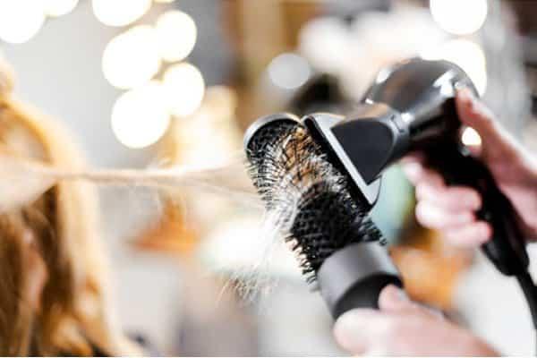 como usar o secador de cabelo
