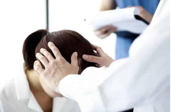 médico especialista em cabelos